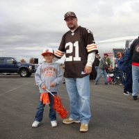 tail-gate-in-cle-with-son-hector